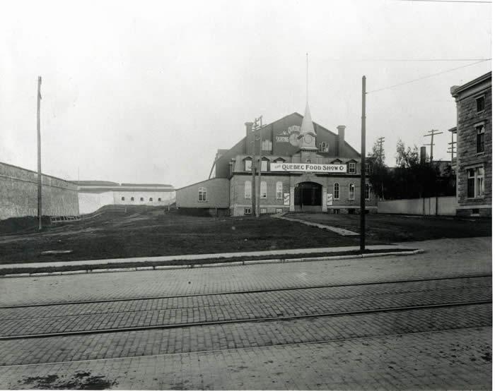 Un parc dans la ville histoire du site histoire et for Club piscine quebec city