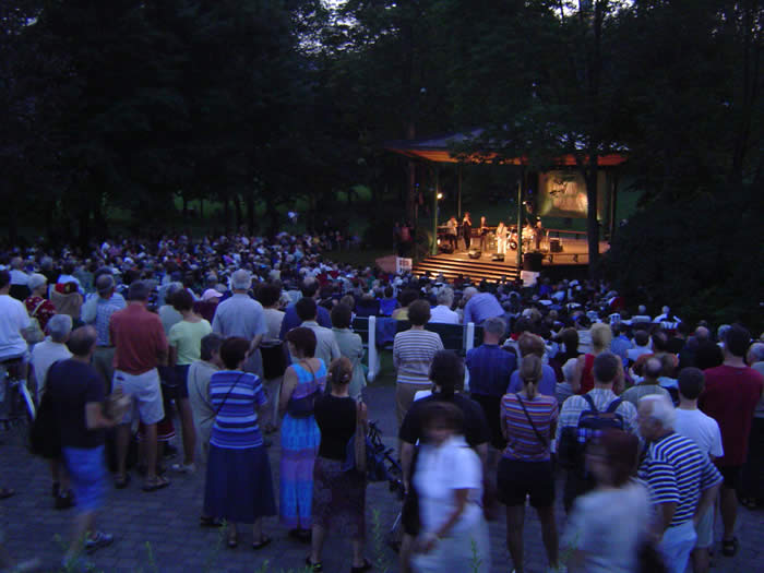 The Edwin-Bélanger Bandstand